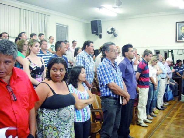 Vários comissionados da Prefeitura acompanharam a sessão de segunda-feira (Foto: Rogério Manera)