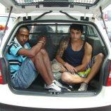 Dois rapazes são presos com motocicleta roubada