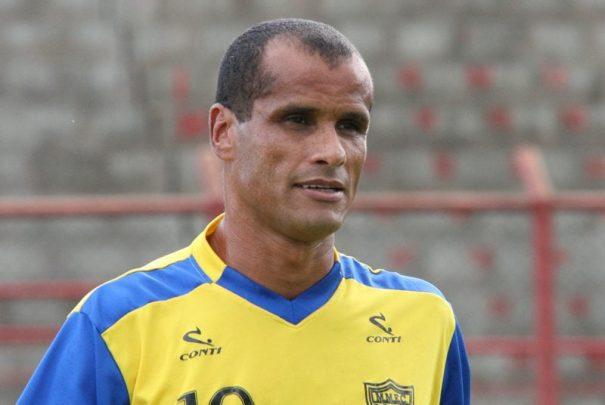 Rivaldo chegou a treinar com o Mogi Mirim visando o Paulistão 2011, mas acabou indo para o São Paulo