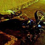 Mulher morre depois de bater moto em poste