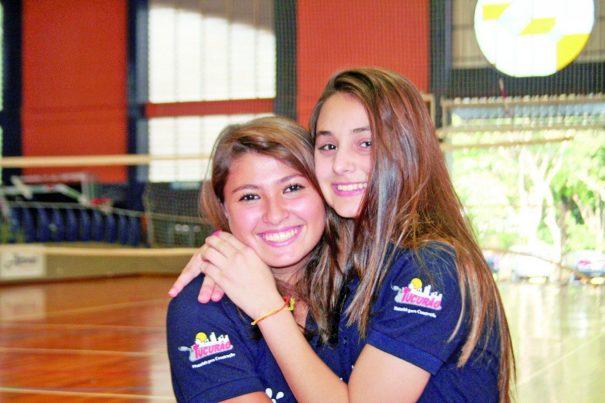 Goleira Milena e meia Jullia sonham com Corinthians, time do coração, e seleção brasileira.(Foto: Diego Ortiz)