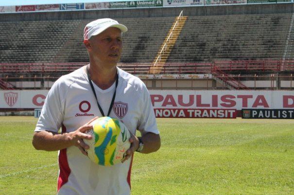 Técnico Aílton Silva encara o desafio da transformação do time bem sucedido em 2013. (Foto: Diego Ortiz)