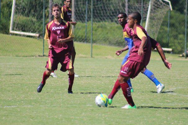 Mogi Mirim, do volante Romarinho e do meia Vitinho, venceu time carioca por 3 a 1.(Foto: Assessoria de Comunicação do Mogi Mirim)