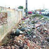 Assim como em 2013, ano começa com lixo e entulho nas ruas