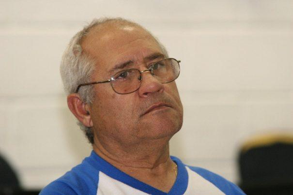 Lazinho é o técnico da equipe de futebol society feminino de Mogi Mirim