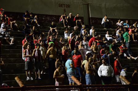 Estreia do Mogi Mirim na noite de sábado atraiu 1.085 pagantes. (Foto: Rafael Bertanha)
