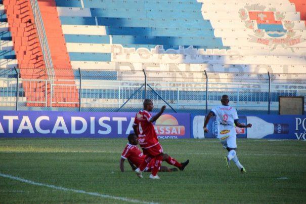 Mogi Mirim desperdiçou diversas chances e amargou a derrota em Penápolis (Foto: Silas Reche Produções Fotográficas)