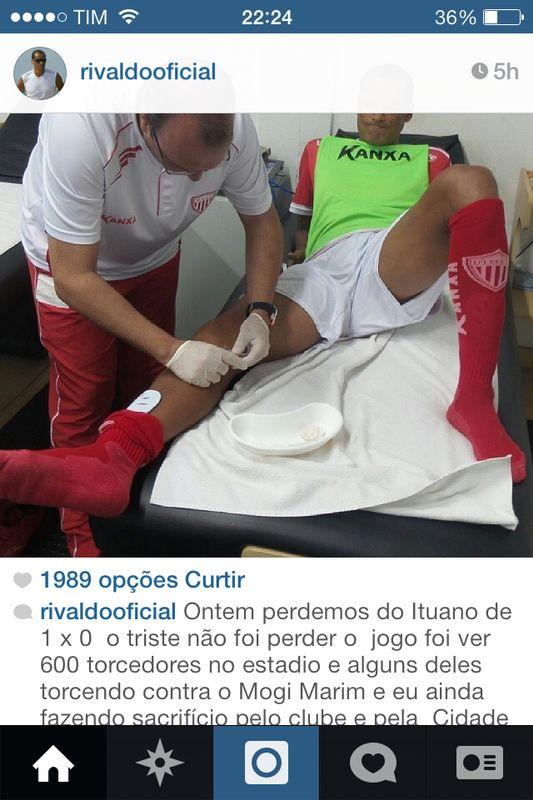 Rivaldo postou no Instagram e mostrou a jornalistas foto de injeção tomada no joelho para jogar. (Foto: Reprodução Instagram)