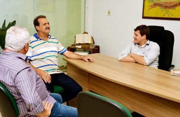 Reunião entre o prefeito Gustavo Stupp, o presidente da Acimm, Sidney Coser e o gerente de Desenvolvimento Econômico, Wagner Davanço, aconteceu no último dia 16 (Foto: Divulgação)