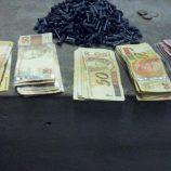 Três traficantes vão em cana com maconha, cocaína e R$ 8,5 mil
