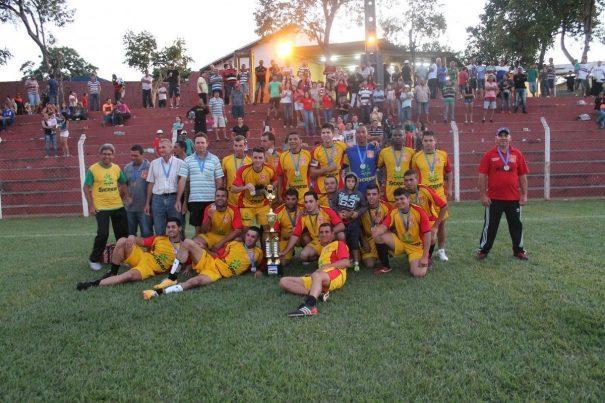 Aparecidinha venceu os dois jogos da decisão e celebrou a conquista da Copa Rural. (Foto: Everton Zaniboni)