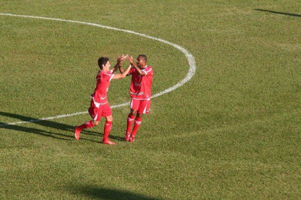 Vitor Xavier comemora gol marcado aos 9 minutos da primeira etapa. (Foto: Diego Ortiz)