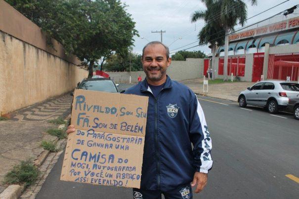 Paraense, Jota foi ao estádio pensando em ganhar uma camisa autografada por Rivaldo. (Foto: Fernando Surur)