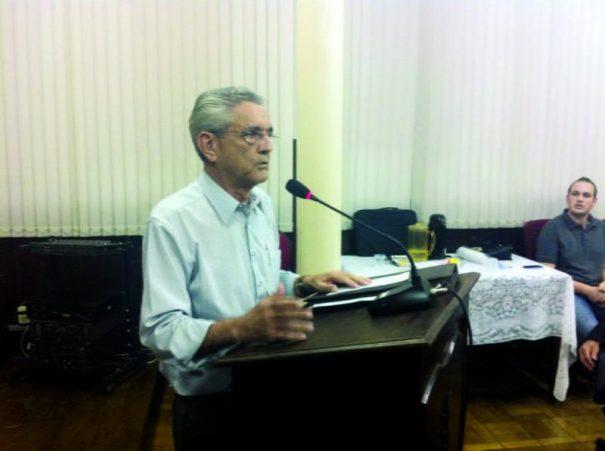 Luizinho Adorno explanou para os vereadores na Tribuna Livre da Câmara. (Foto: Everton Zaniboni)
