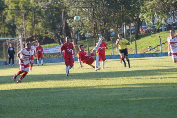 Santa Luzia derrotou a Vila Dias, em duelo disputado no Mirante. (Foto: Everton Zaniboni)