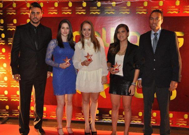 Marina Broday, Ana Laura Bento e Thais Gonçalves foram as homenageadas da modalidade handebol. (Foto:  Edson Souza e Rafael Bertanha (Nezz Design & Publicidade)