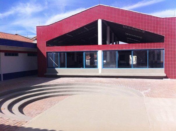 Escola tem um amplo espaço para lazer das crianças (Foto: Everton Zaniboni)