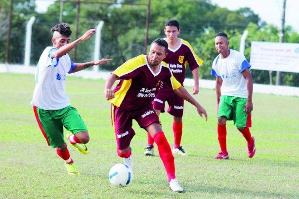 Pombal (branco) levou a melhor sobre o MW Portões, em partida válida pelo Grupo B da Segunda. (Foto: Diego Ortiz)