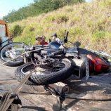 Homem morre ao bater de moto na traseira de caminhão