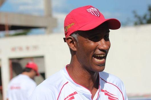 Claudinho foi anunciado por Rivaldo como técnico interino. (Foto: Divulgação)