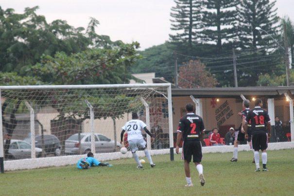 Em tarde mágica, Maurício tirou uniforme de goleiro, foi para a linha e marcou o gol da Tucurense. (Foto: Diego Ortiz)