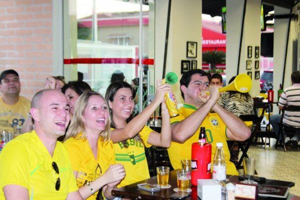 Buzinas e cornetas integraram a festa no jogo da seleção brasileira contra a Croácia. (Foto: Diego Ortiz)