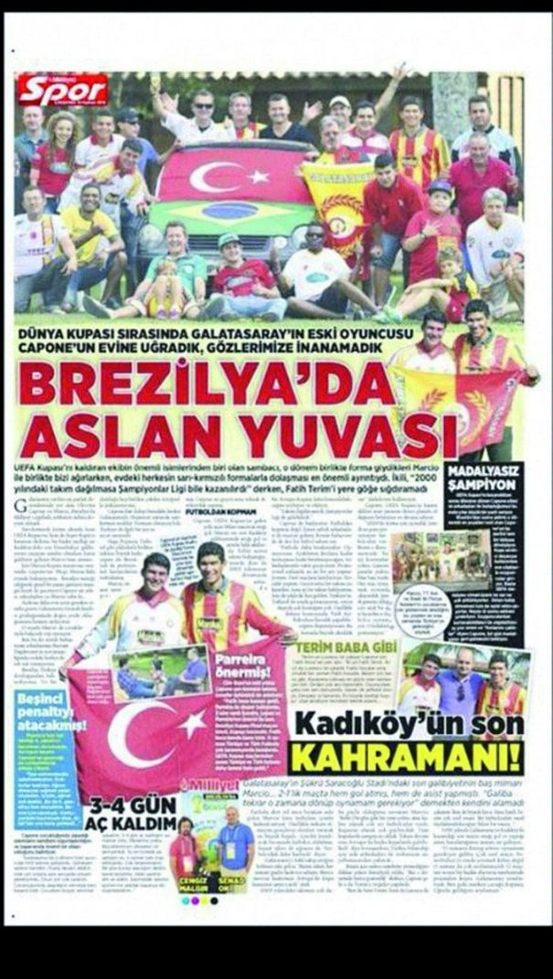 Integrantes do time da Pedreira, da Copa Veteranos, foram fotografados com Capone para matéria em jornal turco. (Foto: Reprodução)