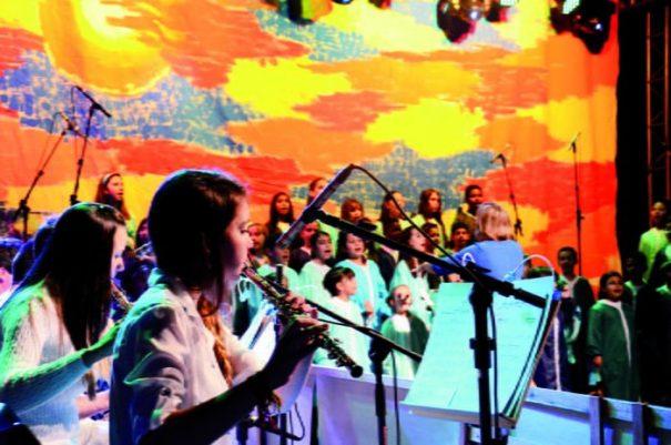 Atrações levaram centenas de pessoas ao Teatro do Centro Cultural (Foto: Jackes Araújo / Atipo)