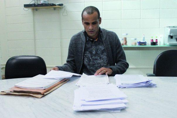 Para esclarecimentos, Rivaldo expôs uma série de documentos. (Foto: Divulgação Assessoria MMEC)
