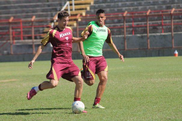 Zagueiro Fábio Sanches vem se destacando na equipe do Mogi Mirim (Foto: Diego Ortiz)