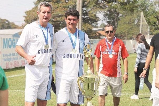 Homenageado com o nome da competição, Capone (à direita) marcou o gol do título, nos pênaltis. (Foto: Diego Ortiz)