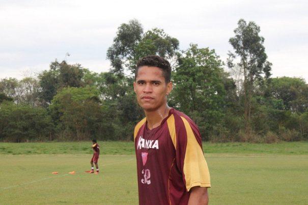 Lateral Biel é uma das novidades do Mogi Mirim para o jogo contra o Macaé. (Foto: Diego Ortiz)