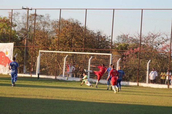 Em chute cruzado, nos minutos finais do segundo tempo, Tico marca o seu segundo gol na semifinal. (Foto: Diego Ortiz)