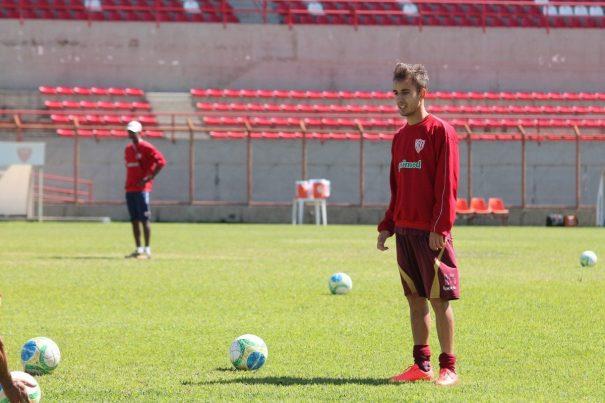 Vitinho foi revelado pelo Tupi, onde foi campeão da Série D de 2011, antes de chegar ao Mog. (Foto: Diego Ortiz)