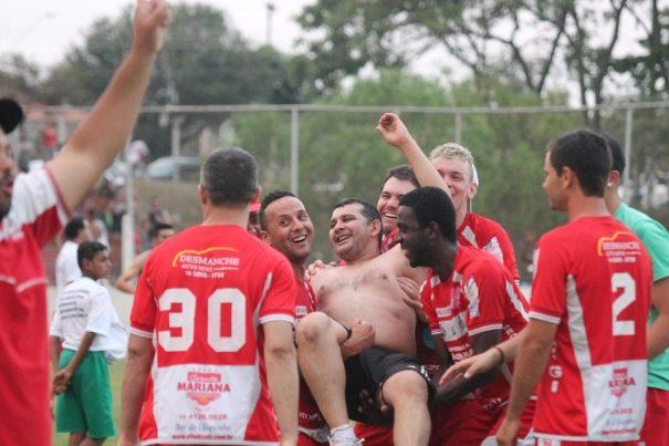 Dirigente Galileu Araújo foi festejado pelos jogadores e garantiu que sabia que ia dar Vila Dias. (Foto: Diego Ortiz)