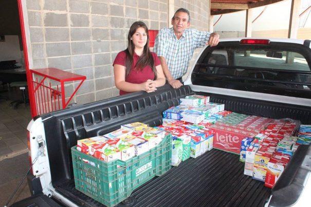 Entrega dos leites a entidades em promoção do Mogi Mirim foi realizada na segunda-feira. (Foto: Divulgação)