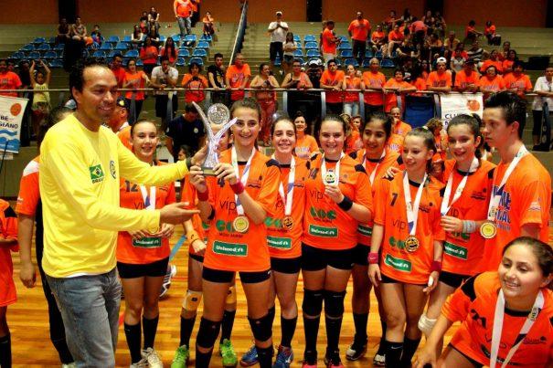 Time do Clube Mogiano conquistou o título de forma invicta: 10 vitórias. (Foto: Rafael Bertanha)