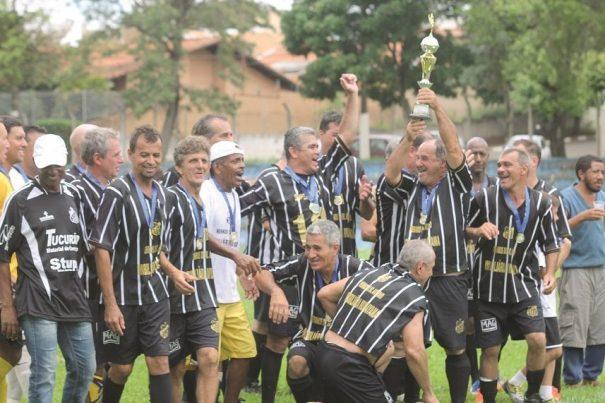 Tucurense exaltou a força do conjunto e festejou a conquista da Copa Toyota de Futebol Máster. (Foto: Diego Ortiz)