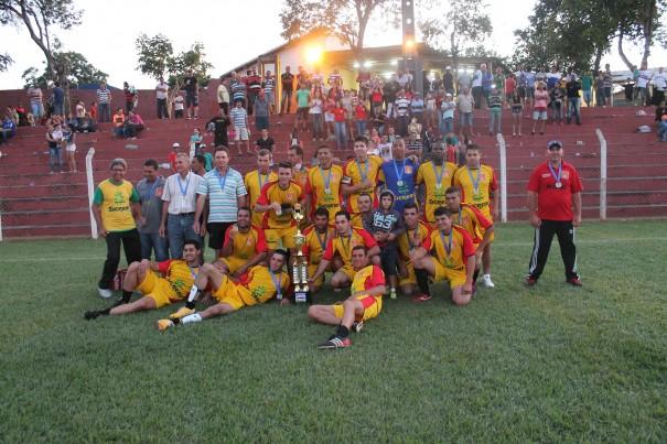 Aparecidinha foi a campeã do Campeonato Rural de 2014, em decisão contra o Martim Francisco. (Foto: Arquivo)