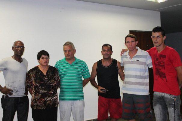 Chapa eleita, comandada por Sueli, conta com o ex-presidente da Liga, Arlei Diogo (camiseta verde listrada) , agora na função de vice-presidente.  (Foto: Diego Ortiz)