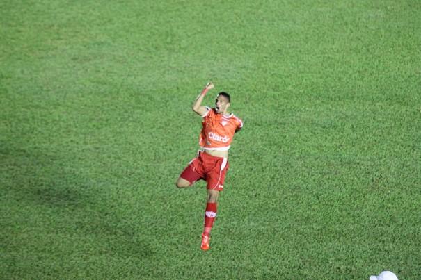 Rivaldinho comemora o gol da vitória do Mogi Mirim, aos 39 minutos do segundo tempo. (Foto: Diego Ortiz)