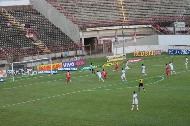 Destaque do Bragantino, goleiro Lauro defendeu finalização de Hygor, aos 18 minutos. (Foto: Diego Ortiz)