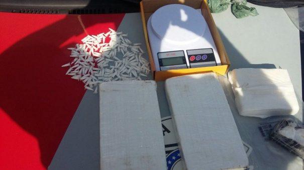 Mais de 2,7 Kg de cocaína em barra foram apreendidos (Foto: Divulgação)