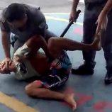Em vídeo, moradores acusam policiais de abuso em abordagem