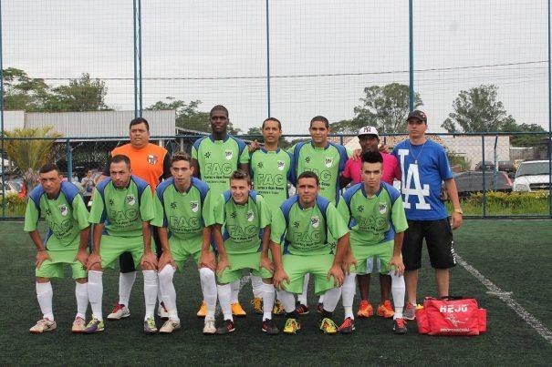 Nazareth, do técnico Léo e do auxiliar Glebson, conta com destaques como Nikinho e Décio. (Foto: Diego Ortiz)