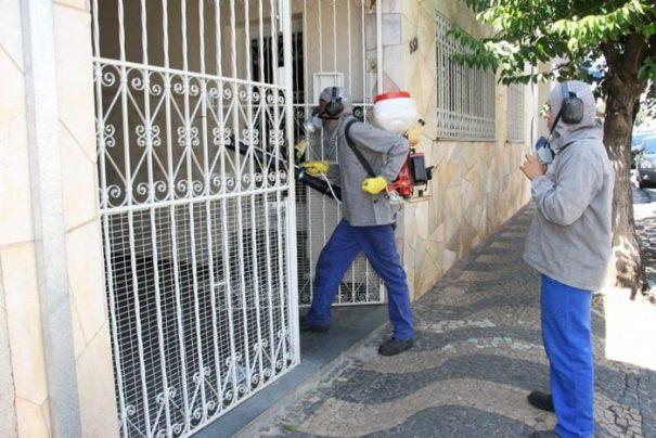 Nebulização foi realizada na região central de Mogi Mirim (Foto: Divulgação)