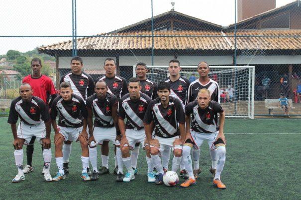 Santa Cruz, de Régis, Alex e dos irmãos gêmeos Daniel Felipe e Danilo Felipe, lidera o Grupo C. (Foto: Diego Ortiz)