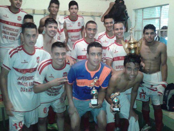Garotos da equipe da Vila Dias fizeram a festa com conquista do título de campeão da Copa Sub-20. (Foto: Divulgação)