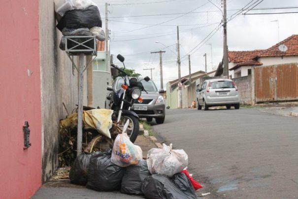 Lixo está espalhado por diversos pontos, sobretudo, nos bairros (Foto: Ana Paula Meneghetti)
