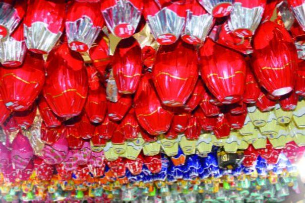 Pouco mais de 80 ovos de três grandes marcas preenchiam as prateleiras do supermercado (Foto: Ana Paula Meneghetti)